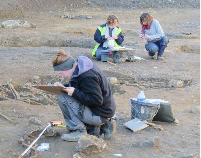 Fouilles de la nécropole antique sur le terrain de l'ancien commissariat de Castéja