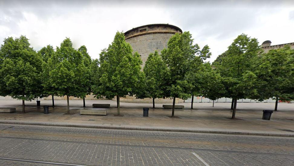 La tour des Minimes du Fort du Hâ depuis la rue des freres bonnie.
